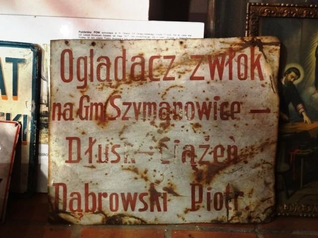 Tablica oglądacza zwłok w zbiorach muzeum w Pyzdrach