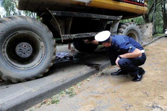 Kierowcy jadący ulicą Słowackiego muszą uważać na olej, który ...