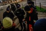 """Protest maturzystów pod Kuratorium Oświaty w Gdańsku w środę, 25.11.2020. """"MEN - Matury Ewidentnie Nieogarnięte"""" - to jego hasło przewodnie"""