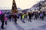 Spektakularny świąteczny flash mob  - tańczył cały Rynek w Kielcach