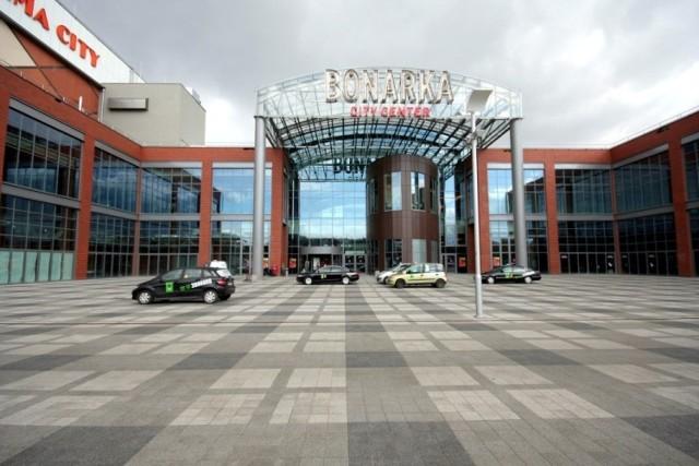 Bonarka City Center: powierzchnia całkowita: 234 tys. m², liczba sklepów: 270, liczba miejsc parkingowych: 3 200
