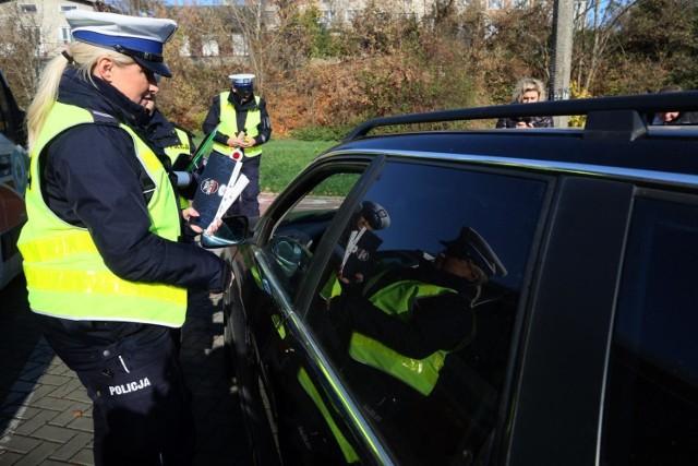Polska policja na razie nie spotkała się w czasie kontroli drogowych z próbą wykorzystywania strachu przed koronawirusem do uniknięcia konsekwencji wykroczeń drogowych
