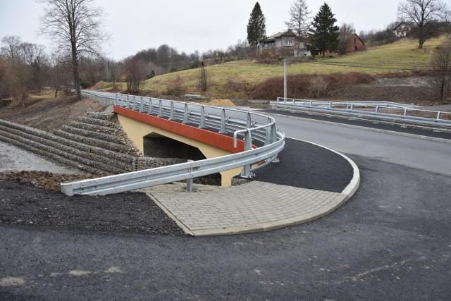 Most na drodze powiatowej Szymbark-Bystra wraz z przebudową odcinka drogi powiatowej kosztował ponad 2,2 mln złotych