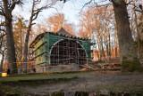 Trwa remont muszli koncertowej w Bażantarni. Inwestycja realizowana jest w ramach Budżetu Obywatelskiego 2020 w Elblągu