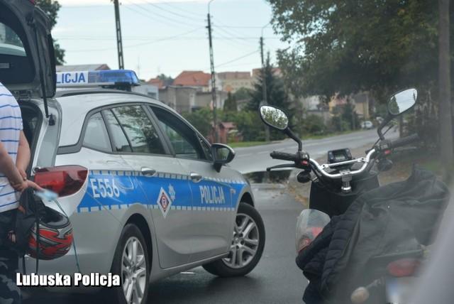 """Policjanci z Krosna Odrzańskiego i Gubina zatrzymali kierowców, którzy wsiedli za kółko po alkoholu. Niektórzy mieli więcej """"za uszami""""."""