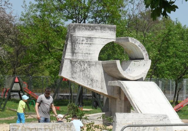 Rzeźby plenerowe w Tychach na osiedlu F
