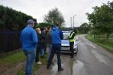 Nowy Sącz. Mieszkańcy ul. Zakładników blokują ciężarówkom dojazd do sortowni śmieci