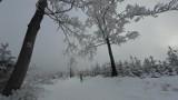 W Beskidach zima na całego. Jeśli jednak planujesz wypad w góry, bądź ostrożny