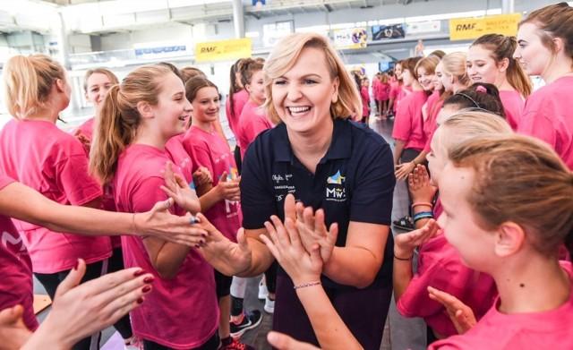W Inowrocławiu, oprócz mistrzyni olimpijskiej w pływaniu, z uczestniczkami zajęć spotkają się inne medalistki olimpijskie Anita Włodarczyk i Magdalena Fularczyk, a także Iga Baumgart-Witan i Anna Brożek.