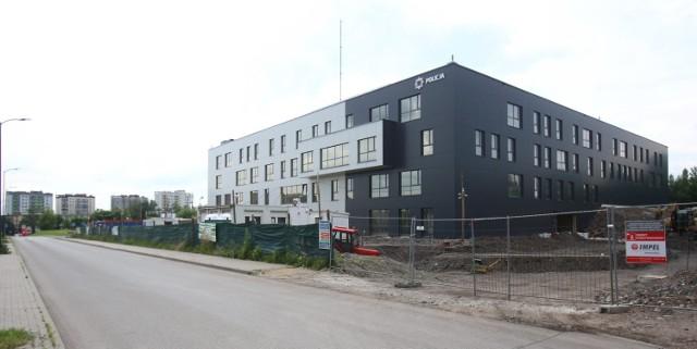 Nowy budynek, siedziba sosnowieckiej komendy policji, jest w stanie surowym zamkniętym. Trwają prace wewnątrz.  Zobacz kolejne zdjęcia. Przesuwaj zdjęcia w prawo - naciśnij strzałkę lub przycisk NASTĘPNE