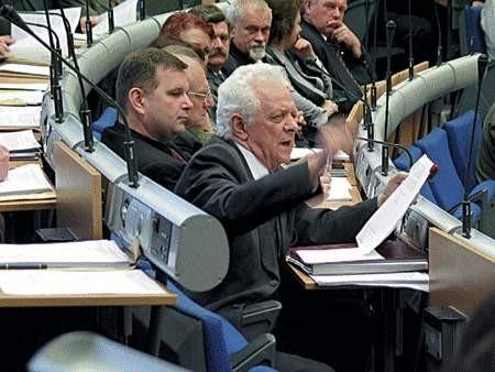 Studenci przekazali prezydentowi 5 tysięcy podpisów zebranych wśród mieszkańców Dąbrowy Górniczej.