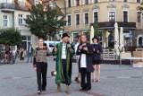 V Gnieźnieńskie Spotkania Teatralne rozpoczęte. Na rynku w Gnieźnie zaprezentowały się teatry Terminus A Quo i Stajnia [FOTO, FILM]