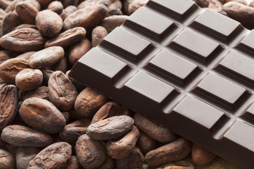 Chociaż słodycze są uznawane za niezdrowe, czekolada jest...