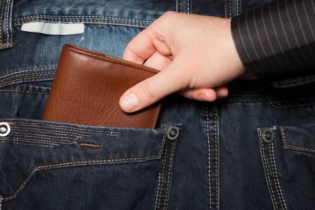 Inowrocławska policja apeluje, aby podczas pobytu na targowisku, sklepie, markecie, pilnować swoich torebek, saszetek, a zwłaszcza portfeli