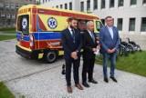 Szpital w Gnieźnie z nową karetką. Zakończyły się przenosiny placówki do nowego budynku