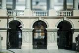 Dzień z pałacem Saskim w parku miniatur na Woli