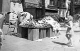Plac Powstańców Wielkopolskich kilkadziesiąt lat temu. Aż trudno poznać to miejsce! Pamiętacie, jak można było tam kupić obuwie?
