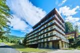 Kozubnik jak Feniks z popiołów, czyli nowoczesne apartamenty, prywatna plaża, lądowisko dla śmigłowców i domowa kuchnia Borowicza