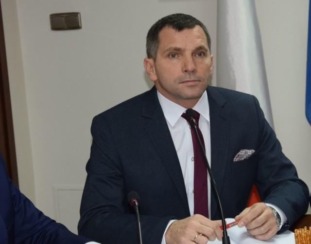 Burmistrz Pajęczna zakażony koronawirusem. Jak przechodzi chorobę?