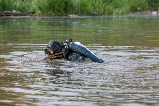 Mężczyzna prawdopodobnie chciał popływać. Wcześniej pił.