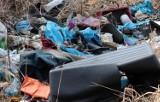 Grudziądz. Śmieci są tutaj tony! Kto posprząta odpady zalegające przy garażach na osiedlu Tarpno. Zobacz zdjęcia z ul. Poniatowskiego