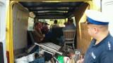 Policja w Kaliszu: Kierowcy wciąż wożą pasażerów na pakach