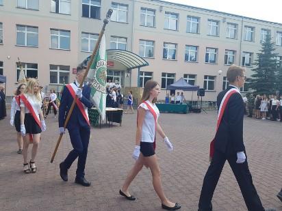 Września: Powiatowa uroczystość zakończenia roku szkolnego oraz poświęcenie i nadanie sztandaru  u Abrahama