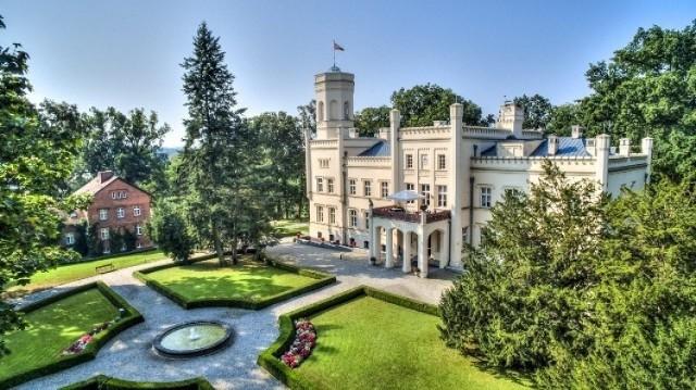 W Mierzęcinie trudno zdecydować, czy ładniejszy jest pałac, czy też park. Ale po co nad tym się zastanawiać - podziwiajmy całość...