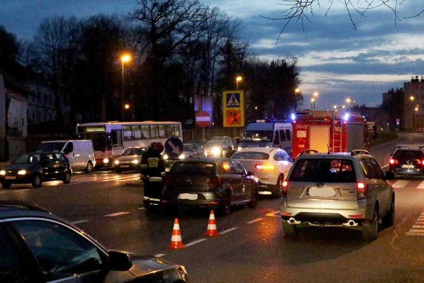Nowy Sącz. Zderzenie dwóch samochodów na ul. Królowej Jadwigi
