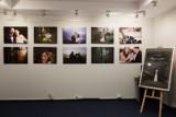 """Fotograficzna """"Droga miłości"""" w zduńskowolskiej bibliotece [zdjęcia]"""