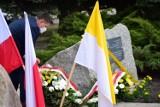 Wierzbica. Poświęcono tablicę z okazji 100. rocznicy urodzin Jana Pawła II oraz krzyż epidemiczny - zobaczcie zdjęcia