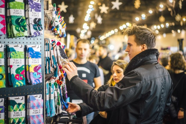 Małopolskie targi mody niezależnej i designu skupiają produkty lokalnych projektantów i twórców.
