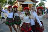 Piękne dziewczęta w ludowych strojach. Wyglądają prześlicznie. Zdjęcia z okolic Głogowa i z kraju