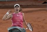 """Roland Garros. Iga Świątek górą w wojnie na bekhendy i forhendy. Marta Kostiuk """"była wszędzie"""""""