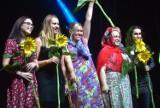 """Świetny debiut lokalnego Teatru Studnia na Lubuskim Lecie Kulturalnym w Dąbiu. Zabawny i rozśpiewany spektakl """"Babę zesłał Bóg"""""""