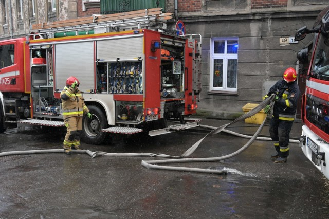 Pożar wybuchł w jednym z pomieszczeń w kamienicy przy ul. Nadgórnej w Grudziądzu