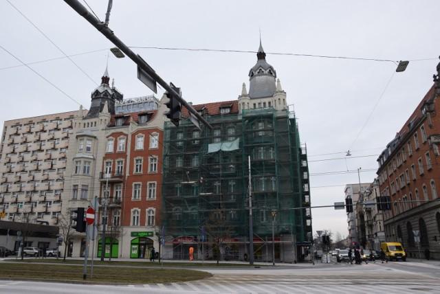 Zabytkowa kamienica w centrum Katowic w remoncie. To budynek między Piastowską a Moniuszki