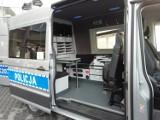 Radiowóz z miejscem na biuro za prawie pół miliona złotych. Dostała go Komenda Miejska Policji w Krośnie. Będzie jeździł do wypadków