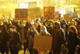 Kolejny dzień protestów w Poznaniu. Tłumy na placu Wolności. Zobacz zdjęcia