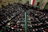 Sejm poparł prezydenta w sprawie wprowadzenia stanu wyjątkowego. Jak głosowali posłowie z Łódzkiego?