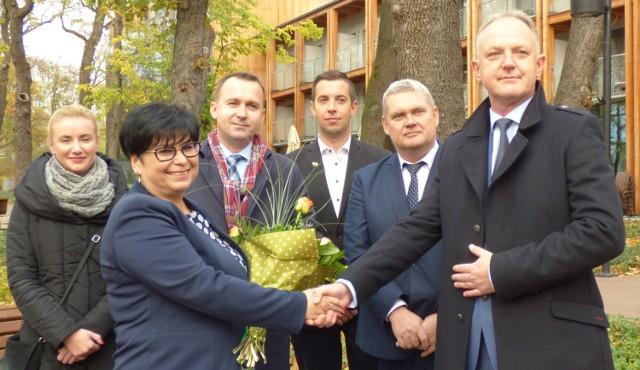Tak Elżbieta Śliwa przekazała w piątkowe popołudnie swoje poparcie Jerzemu Szydłowskiemu - przed drugą turą wyborów burmistrza Buska-Zdroju.