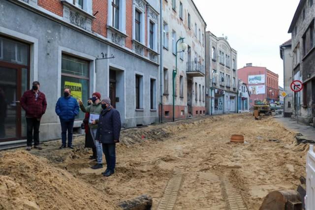 Trwa remont ulicy Mickiewicza w Lublińcu. Miasto przypomina, że sklepy i punkty usługowe wciąż działają