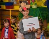 """Szamotuły. Przedszkolaki z """"Misia"""" zaprosiły do """"Krainy Baśni"""" [ZDJĘCIA]"""