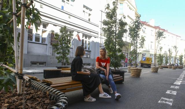 Mieszkańcy ul. Jagiellońskiej i 3 Maja w Rzeszowie dowiadują się o częściowym zamknięciu tej pierwszej z ulotek wkładanych przez Straż Miejską za wycieraczki ich aut.