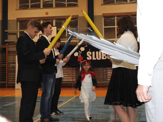 W ślubowaniu wzięły udział trzy klasy pierwsze SP 3 z DNJB w Bielsku Podlaskim