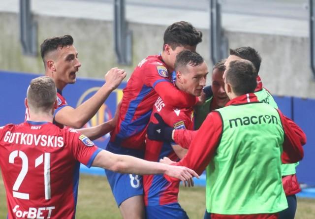 Vladislavs Gutkovskis blisko pięć miesięcy czekał na gola w PKO Ekstraklasie  Zobacz kolejne zdjęcia. Przesuwaj zdjęcia w prawo - naciśnij strzałkę lub przycisk NASTĘPNE