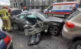 Wypadek w Bytomiu. Samochody zderzyły się na placu Wolskiego. Mężczyzna trafił do szpitala