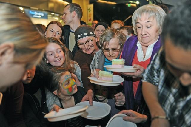 Galeria MM kończy rok. Urodzinowy tort dla klientów