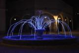 Dmuchany bałwan i mnóstwo kolorowych światełek. Tak wygląda uzdrowisko Iwonicz-Zdrój przystrojone w świąteczne ozdoby [ZDJĘCIA]