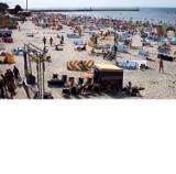 Upalna sobota. Tłumy wypoczywających na plaży w Łebie
